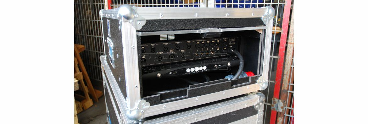Touringrack for 4-channel Amps 1RU, Amptown Case with stacking Dishes and CatCore Patchbays, e.g. for Powersoft X4